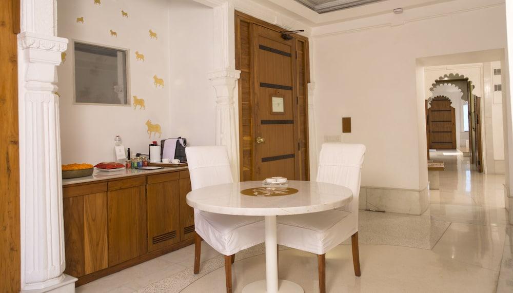 라스 데비가르(RAAS Devigarh) Hotel Image 12 - Guestroom