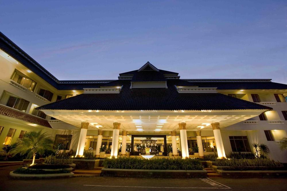 Santika頂級飯店 - 日惹