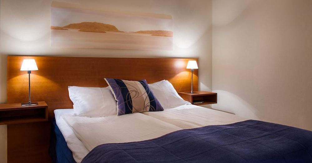 https://i.travelapi.com/hotels/1000000/530000/523700/523696/f843d71c_z.jpg