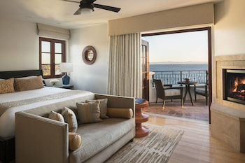Signature Suite, 1 King Bed with Sofa bed, Fireplace, Ocean View