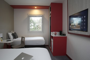 Guestroom at ibis Sydney Airport in Mascot