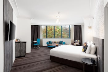 Guestroom at Rydges Sydney Central in Surry Hills
