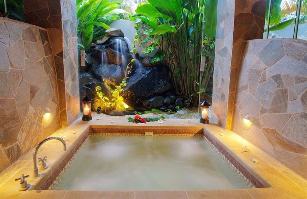 https://i.travelapi.com/hotels/1000000/530000/525500/525486/ab27fc57_z.jpg