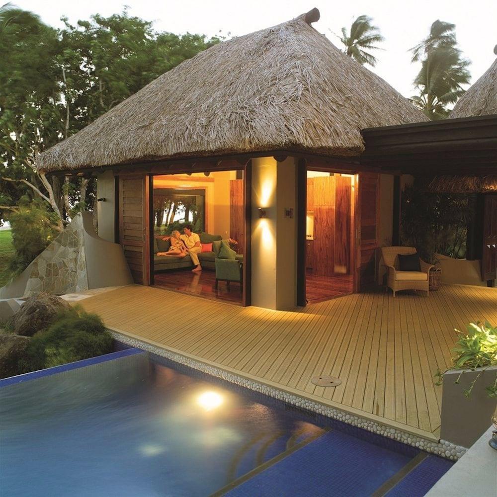 https://i.travelapi.com/hotels/1000000/530000/525500/525486/ed065ec3_z.jpg