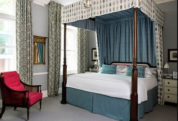 Room (Four Poster)