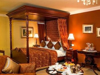 https://i.travelapi.com/hotels/1000000/530000/525600/525519/8721d984_b.jpg