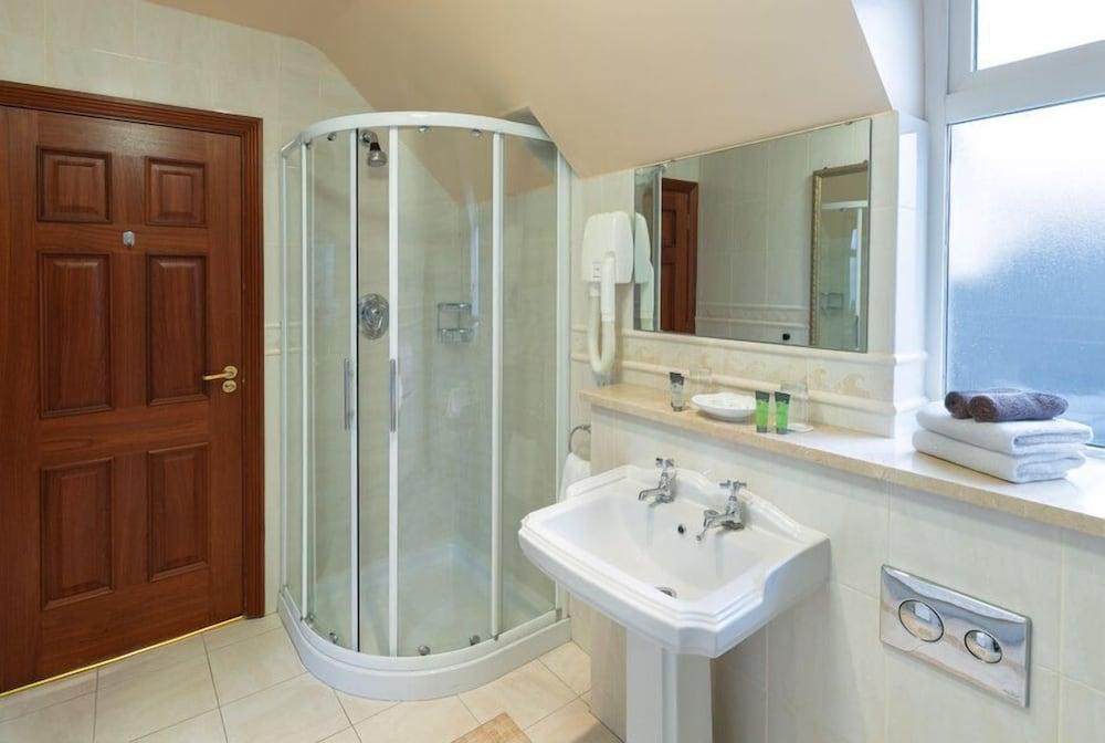 https://i.travelapi.com/hotels/1000000/530000/525600/525519/af536636_z.jpg