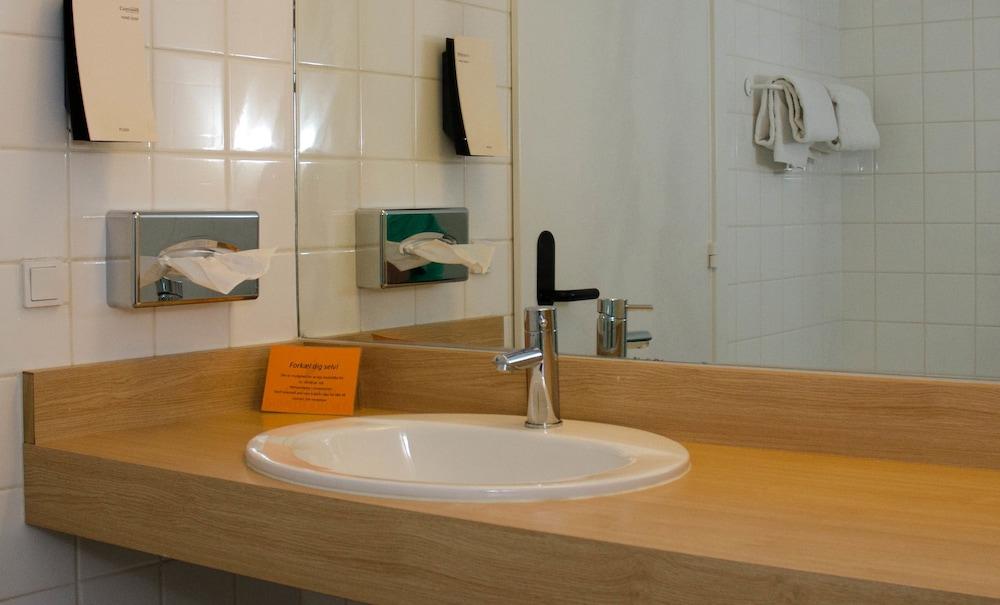 콤웰 쇤더보르그(Comwell Sønderborg) Hotel Image 13 - Bathroom Sink