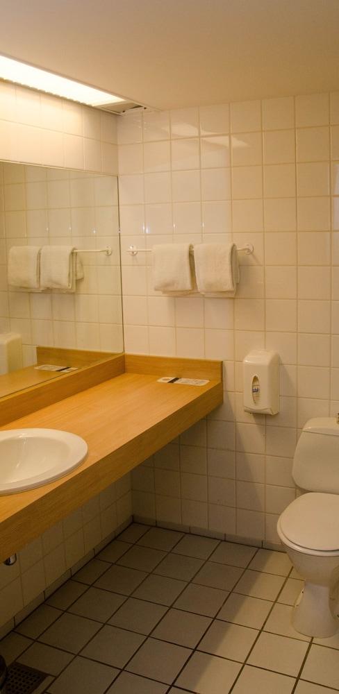 콤웰 쇤더보르그(Comwell Sønderborg) Hotel Image 11 - Bathroom