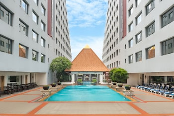 Twin Towers Hotel trip planner