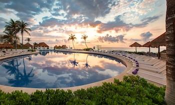 Book Paradisus Cancun All Inclusive in Cancun.