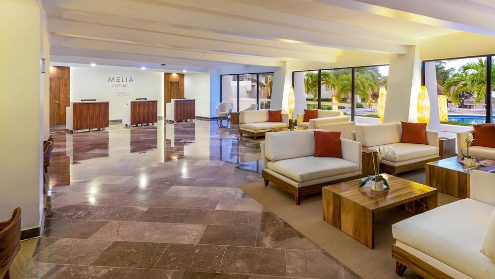 https://i.travelapi.com/hotels/1000000/530000/525800/525790/a77340ec_z.jpg