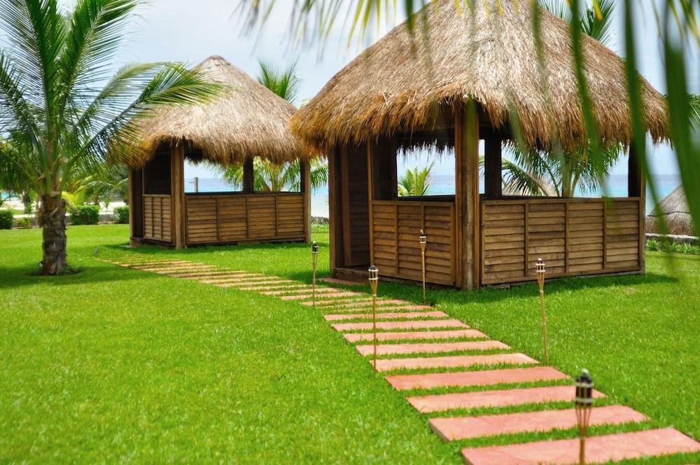 https://i.travelapi.com/hotels/1000000/530000/525800/525790/e1d8df9d_z.jpg