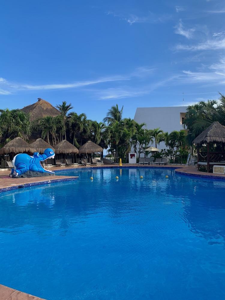 https://i.travelapi.com/hotels/1000000/530000/525800/525790/e96ed952_z.jpg