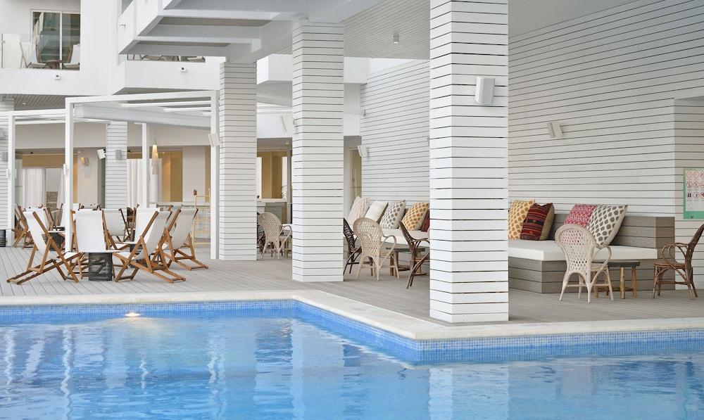 https://i.travelapi.com/hotels/1000000/530000/525900/525834/2a98f73f_z.jpg