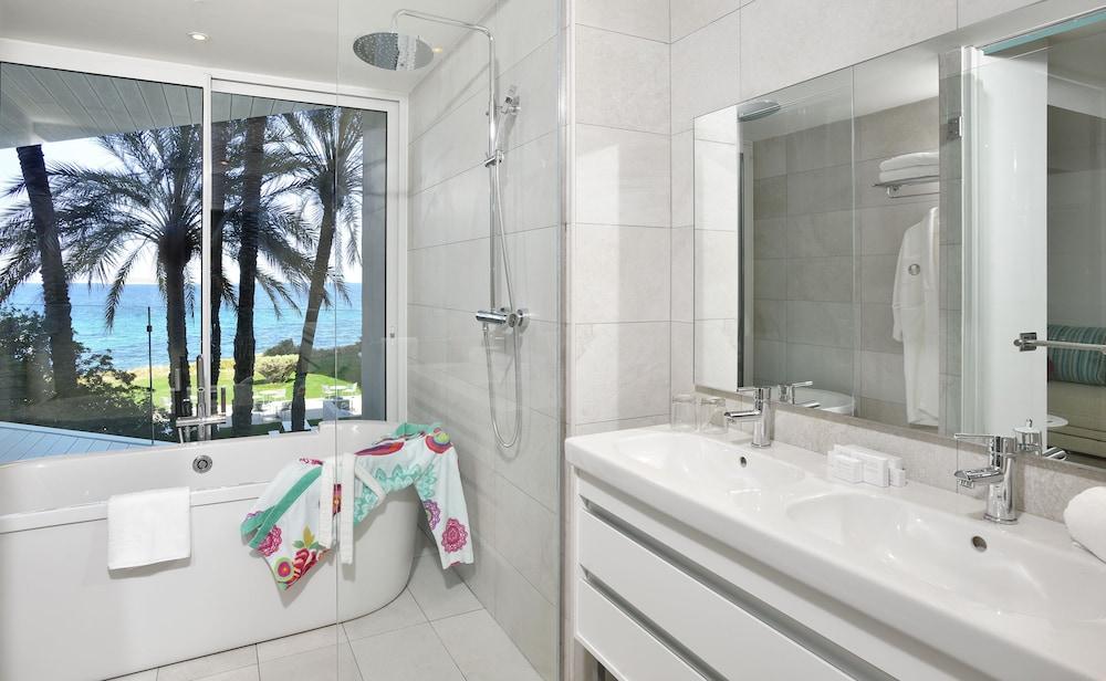 https://i.travelapi.com/hotels/1000000/530000/525900/525834/6fc5fedc_z.jpg
