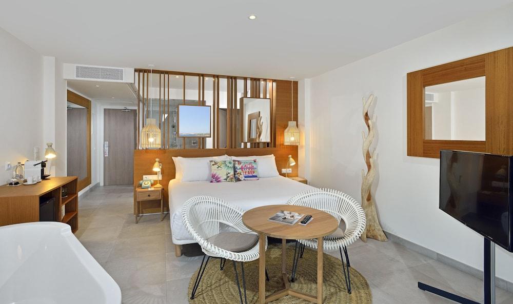https://i.travelapi.com/hotels/1000000/530000/525900/525834/b2d43a0b_z.jpg