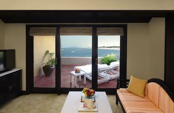 Premium Suite, 1 King Bed, Sea View