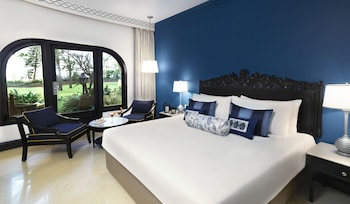 Superior Room, 1 King Bed, Garden View