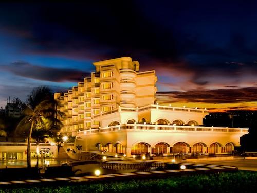 . The Gateway Hotel Beach Road