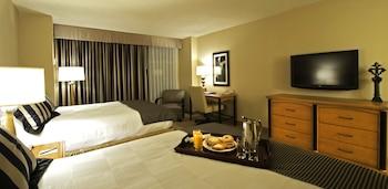 Deluxe Room, 2 Queen Beds, Smoking