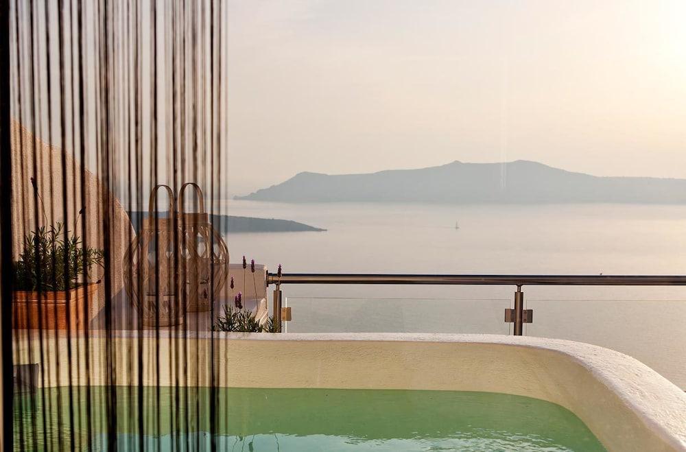 아스테라스 빌라(Asteras Villas) Hotel Image 30 - Outdoor Spa Tub