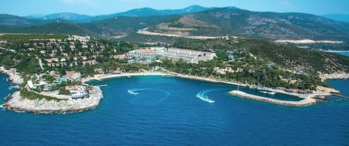 . Pine Bay Holiday Resort