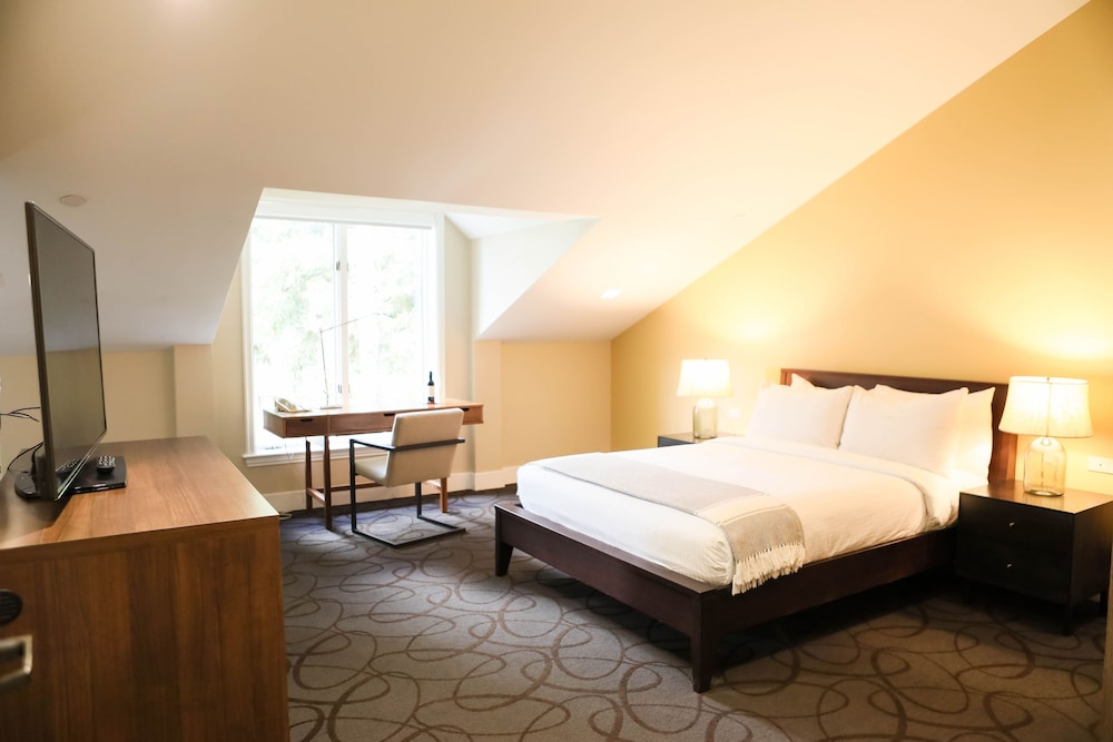 https://i.travelapi.com/hotels/1000000/530000/527100/527073/ebb637fb_z.jpg