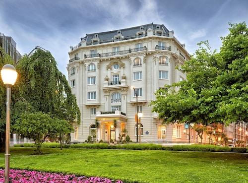 . Hotel Carlton