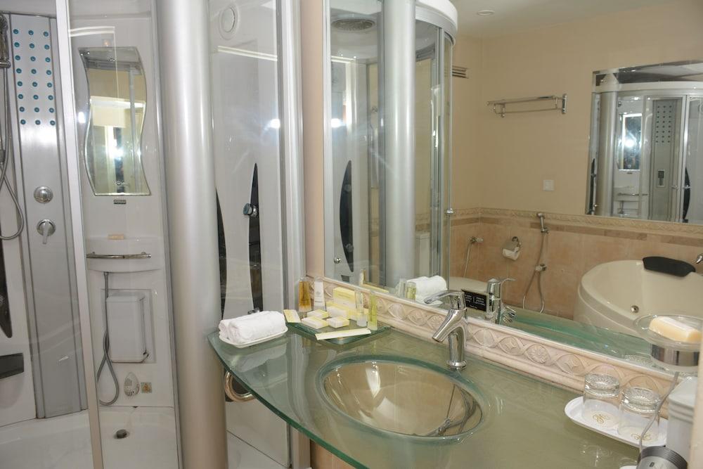 https://i.travelapi.com/hotels/1000000/530000/527200/527136/0285383c_z.jpg