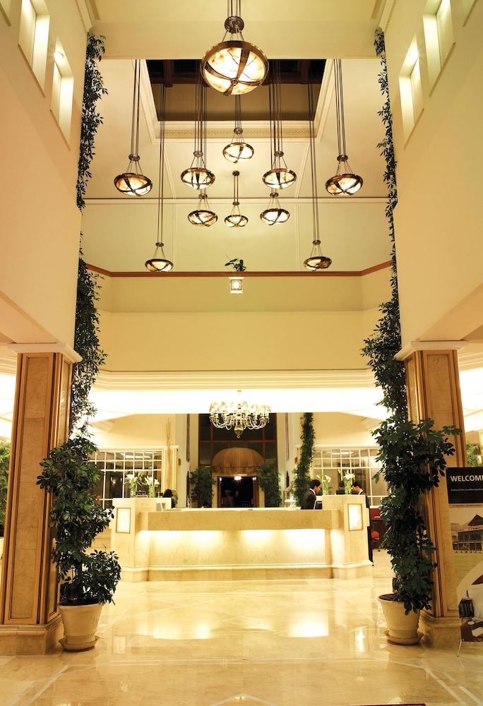 https://i.travelapi.com/hotels/1000000/530000/527200/527136/1f758af7_z.jpg
