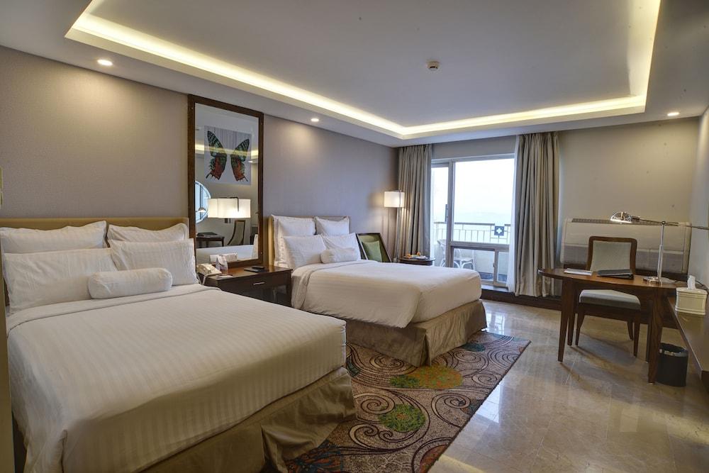 https://i.travelapi.com/hotels/1000000/530000/527200/527136/29229af9_z.jpg
