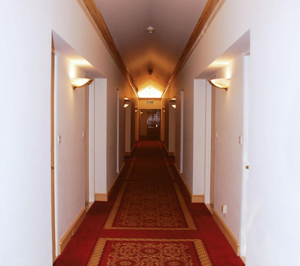 https://i.travelapi.com/hotels/1000000/530000/527200/527136/74c64f85_z.jpg