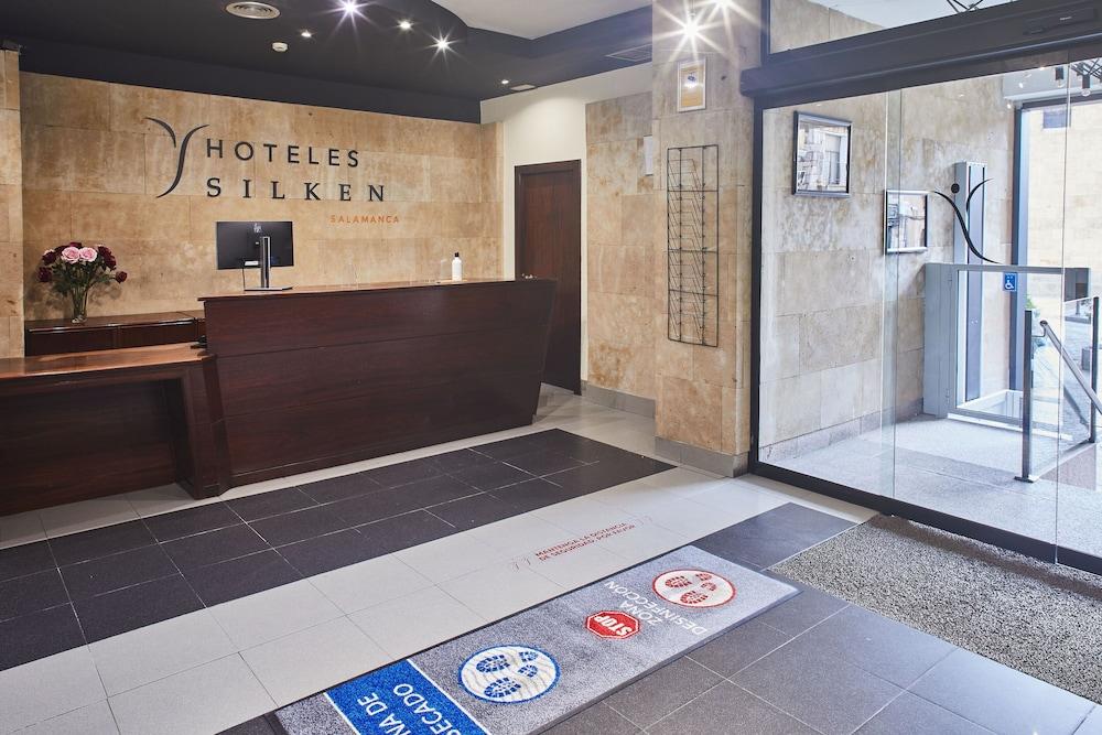 Hotel Silken Rona Dalba, Interior Entrance