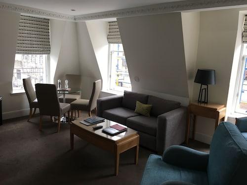 Fountain Court Apartments - Royal Garden, Edinburgh