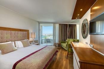 Superior Single Room, Partial Sea View