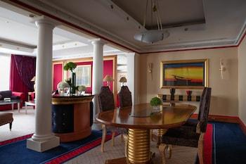 Suite, 3 Bedrooms (Burj)