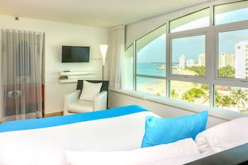 Superior Room, 1 King Bed, Partial Ocean View