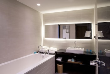 La Pyramide Patrick Henriroux - Bathroom  - #0