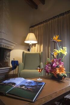 Suite, Garden Area