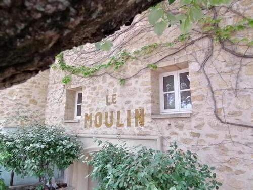 . Moulin de Lourmarin