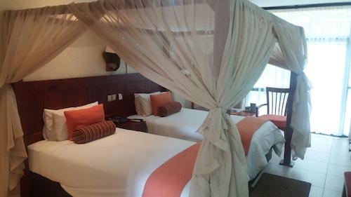 . Cresta Mowana Safari Resort & Spa