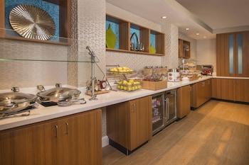Breakfast Area at Springhill Suites Gaithersburg in Gaithersburg