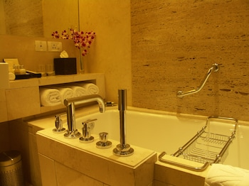 Grande Luxury, Suite, 1 King Bed, Business Lounge Access, City View