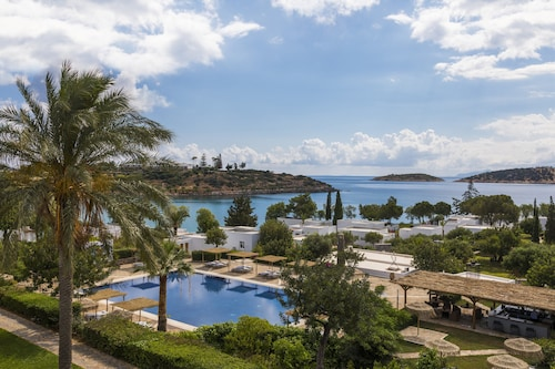 . Minos Beach art hotel