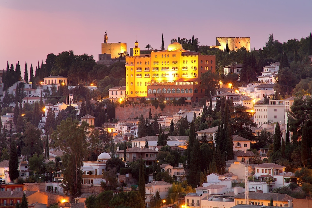 Hotel Alhambra Palace, Featured Image