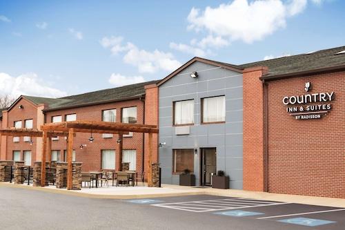 . Country Inn & Suites by Radisson, Dahlgren, VA