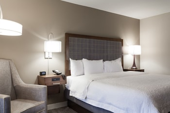 Guestroom at Hampton Inn & Suites Dallas-DFW Airport North-Grapevine in Grapevine