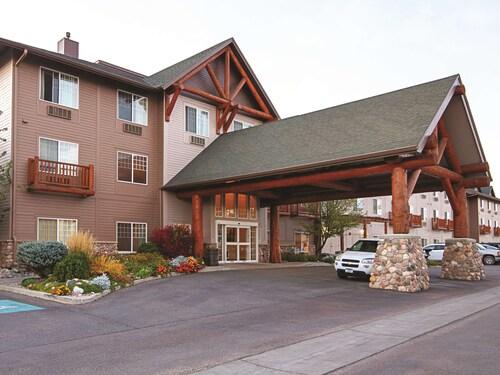 . Best Western Plus Riverfront Hotel & Suites