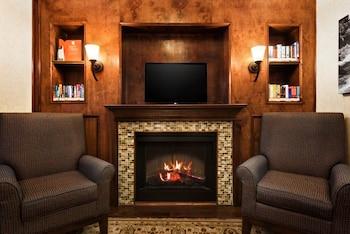 Lobby Sitting Area at Country Inn & Suites by Radisson, Savannah Gateway, GA in Savannah